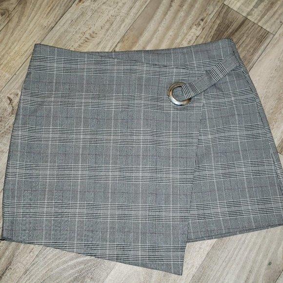 Forever 21 Grey/White Plaid/Tartan Mini Skirt